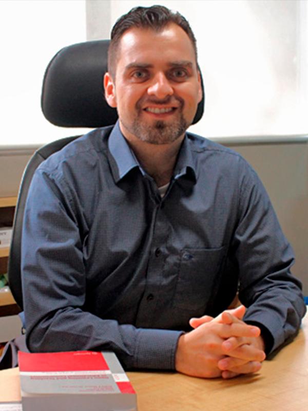 Dr. Héctor Amado